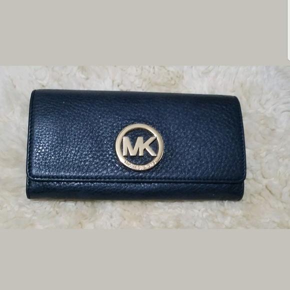 45c2b4057f55 Michael Kors Signature Fulton Wallet. M 5b1cf869a31c33e7c9241201